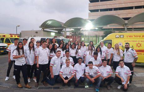 """נוער אשדוד מצטיין בהתנדבות- 32 בני נוער סיימו קורס מגישי עזרה ראשונה ומצטרפים למד""""א"""