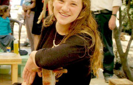 אלפים בהלווייתה של רִנה שנרב מלוד שנרצחה בפיגוע בדולב