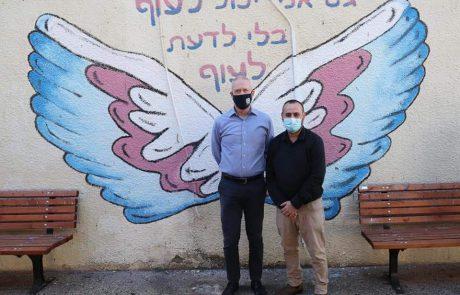 תל אביב: ביקור אמנותי של שר החינוך בבית חינוך שורשים