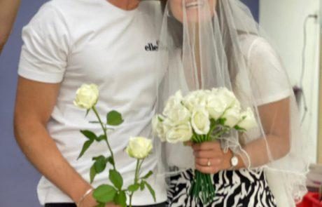 מה עושים כשהגננת מתחתנת והילדים רוצים להגיע לחתונה ולא יכולים?  מפיקים ביחד עם סייעת הגן חתונה אמיתית בתוך גן הילדים!