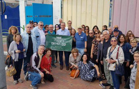 התגייסו למען העסקים בדרום: כמאה מתושבי רעננה ביחד עם ראש העיר ערכו קניות לשבת בשדרות